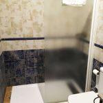 habitación cuádruple baño hostal alcaidia